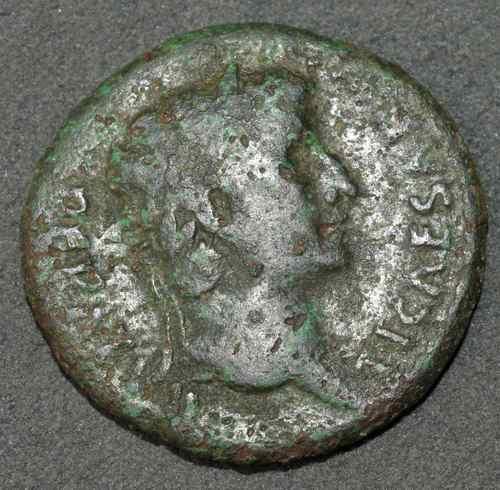 La tête à l'envers!, identification (résolu) As d'Auguste à l'Autel de Lyon 2_1a